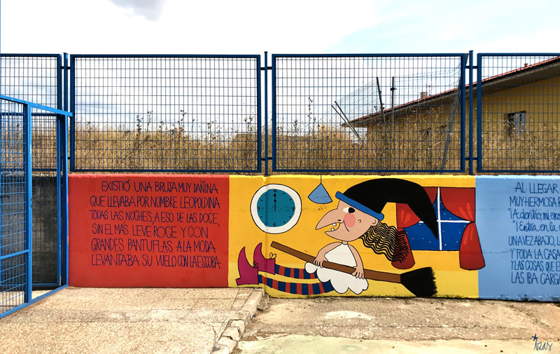 mural azulpatio izas dibujando la palabra ceip gloria fuertes detalle 7