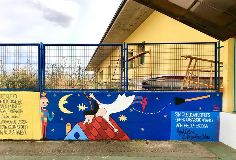 mural azulpatio izas dibujando la palabra ceip gloria fuertes detalle 8