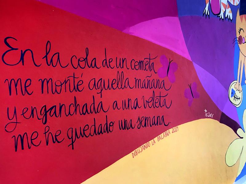mural izas azulpatio dibujando la palabra ágreda detalle 5