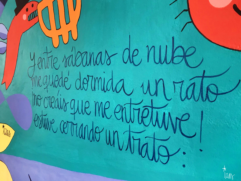 mural izas azulpatio dibujando la palabra ágreda detalle 6