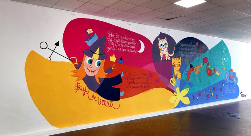 mural izas azulpatio dibujando la palabra ágreda izq
