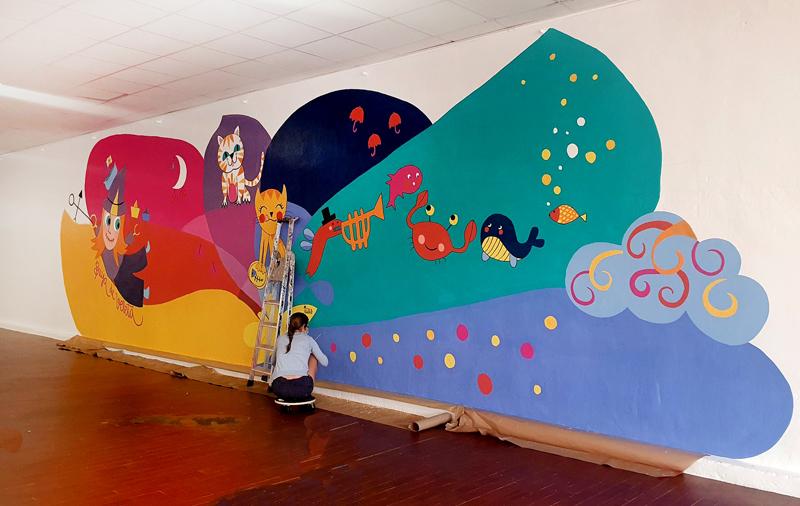 mural izas azulpatio dibujando la palabra ágreda proceso 7