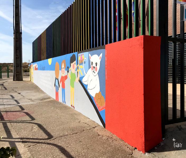 mural izas azulpatio dibujando la palabra ceip delibes dcha 1