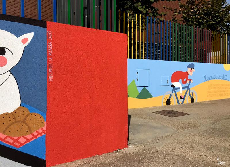 mural izas azulpatio dibujando la palabra ceip delibes detalle 12