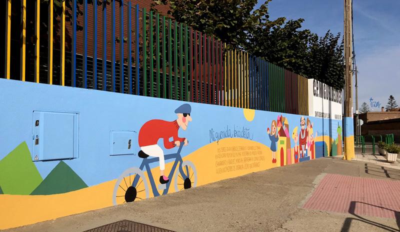 mural izas azulpatio dibujando la palabra ceip delibes izq 2