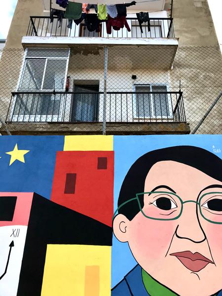 mural izas azulpatio dibujando la palabra ceip diego lainez detalle6
