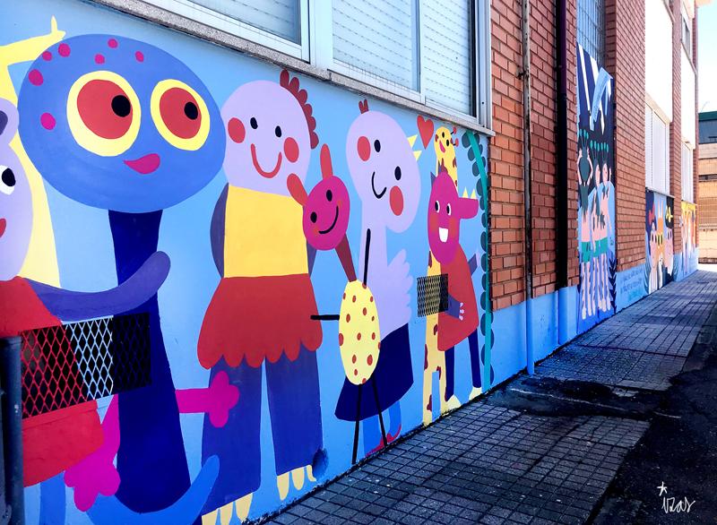 mural izas azulpatio dibujando la palabra ceip órbigo pano izq 2