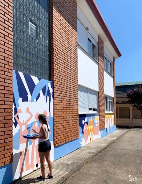 mural izas azulpatio dibujando la palabra ceip órbigo proceso 4