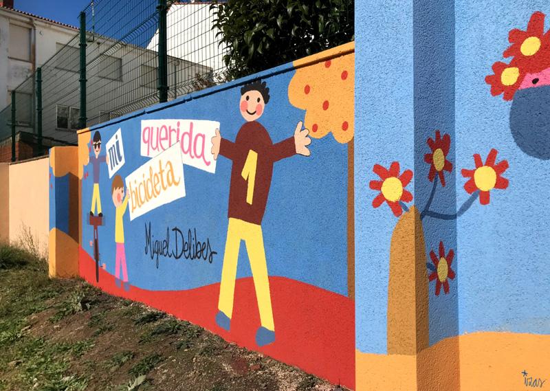 mural izas azulpatio dibujando la palabra cistierna dcha 1