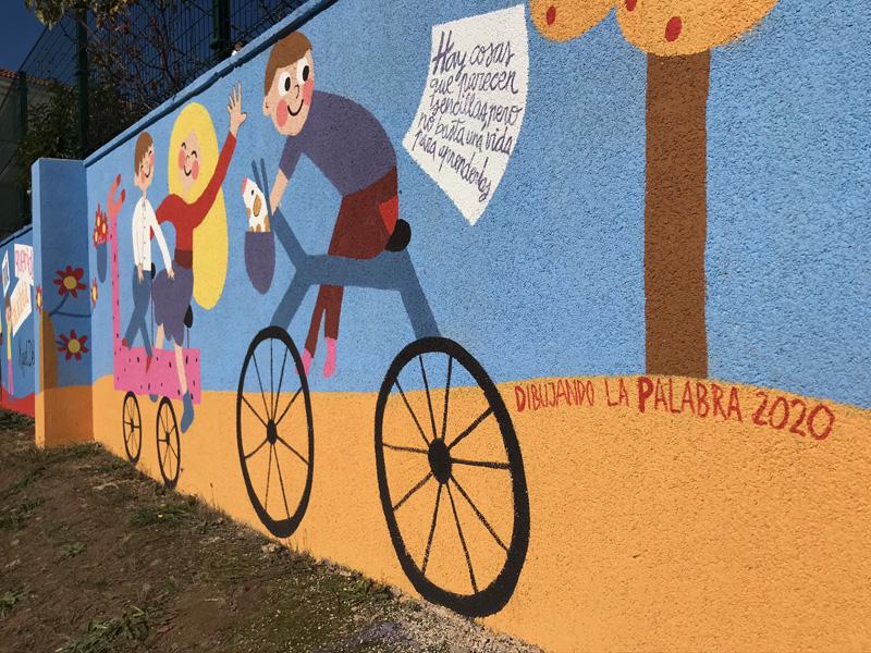 mural izas azulpatio dibujando la palabra cistierna dcha 3