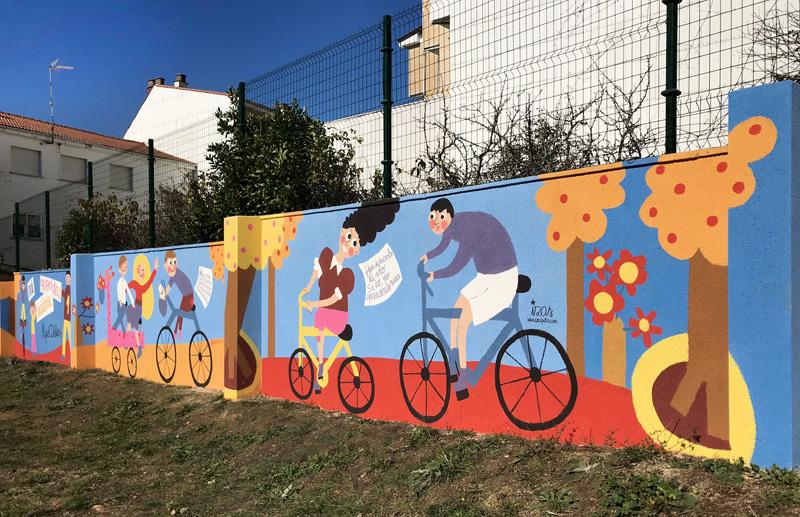mural izas azulpatio dibujando la palabra cistierna dcha 5