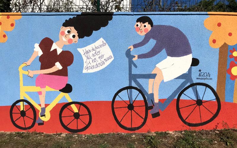 mural izas azulpatio dibujando la palabra cistierna detalle 1