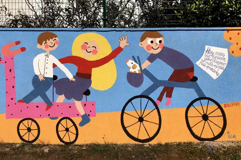 mural izas azulpatio dibujando la palabra cistierna detalle 2