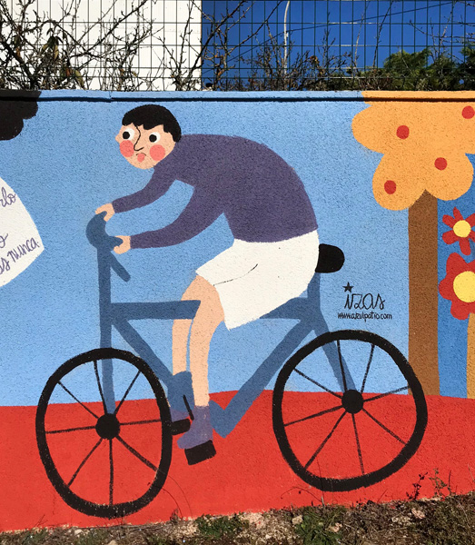 mural izas azulpatio dibujando la palabra cistierna detalle 3