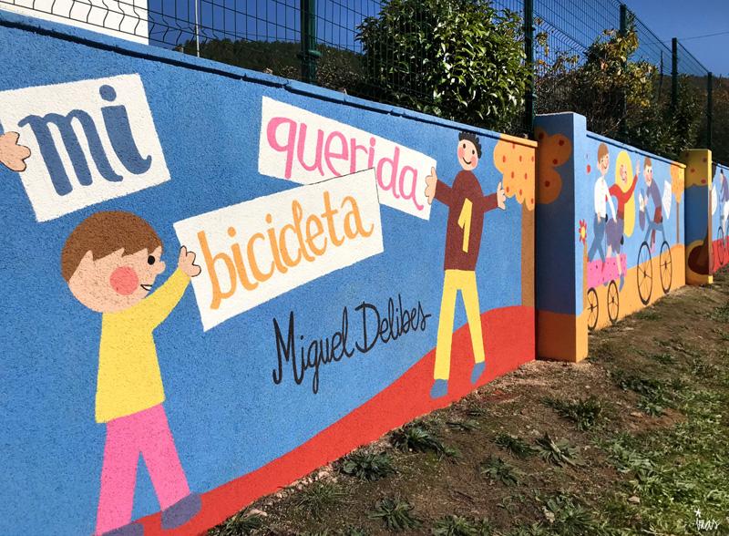 mural izas azulpatio dibujando la palabra cistierna izq 1