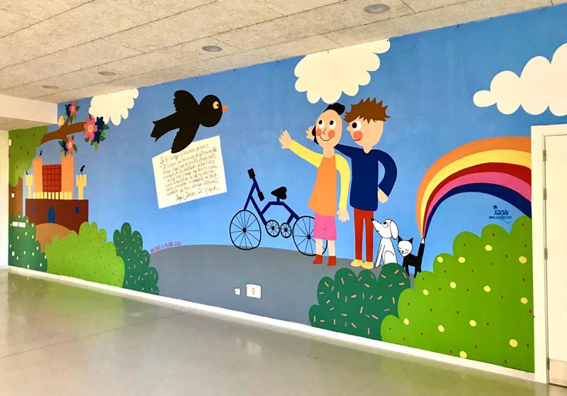 mural izas azulpatio dibujando la palabra cra los llanos dcha