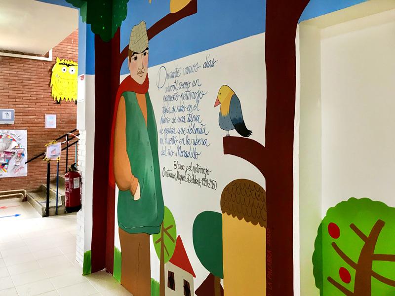 mural izas azulpatio dibujando la palabra fromista detalle 5