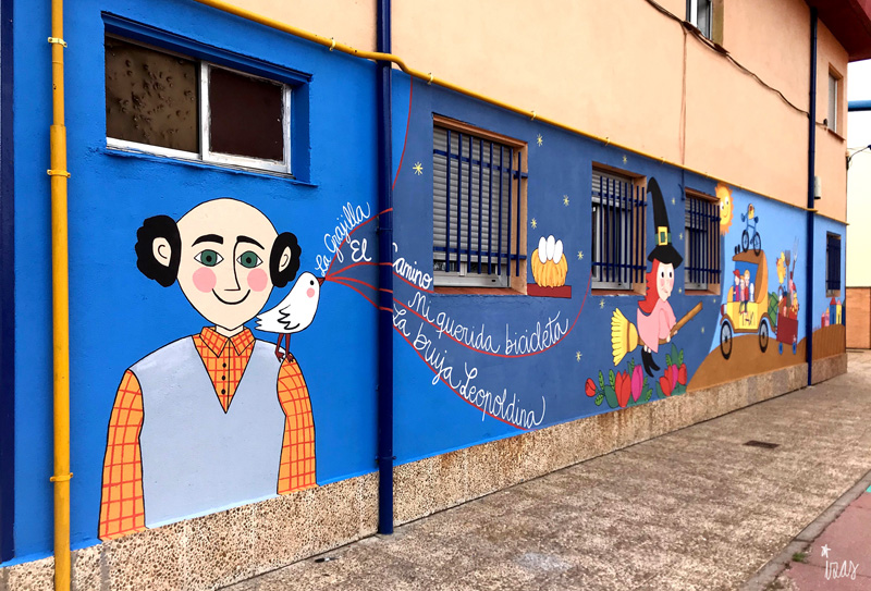 mural izas azulpatio dibujando la palabra madrigal izquierda 1