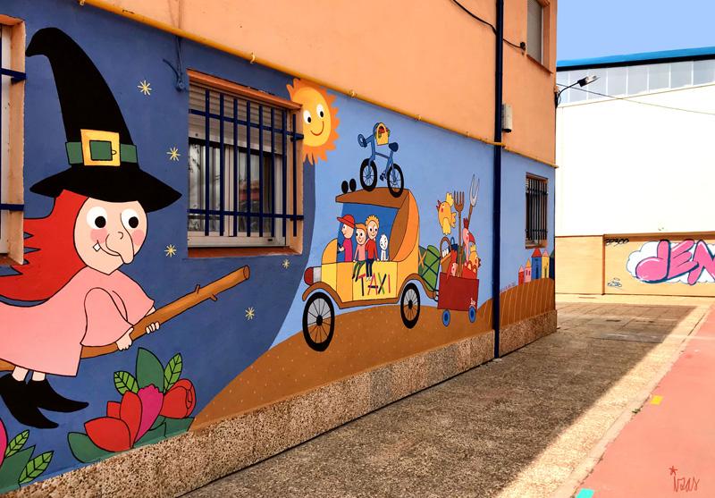 mural izas azulpatio dibujando la palabra madrigal izquierda 2