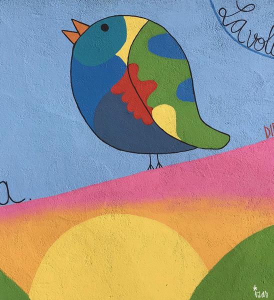 mural izas azulpatio dibujando la palabra moraleja detalle 12