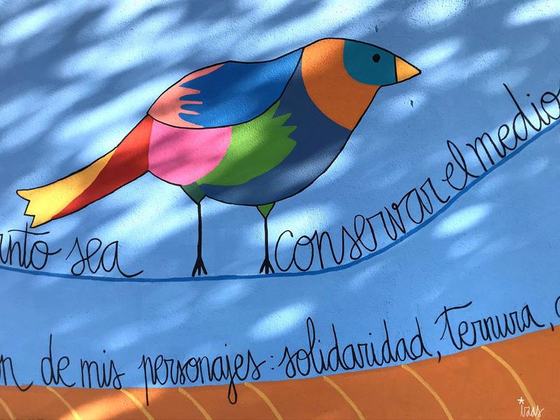 mural izas azulpatio dibujando la palabra moraleja detalle 6