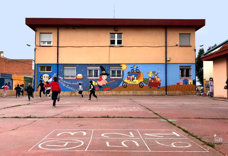 mural izas azulpatio dibujando la palabra peñaranda niños