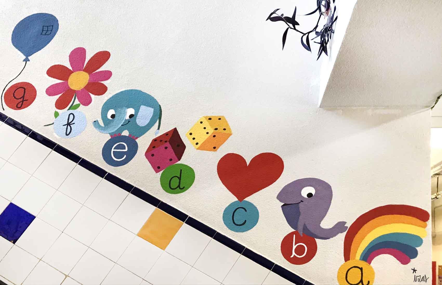 mural izas azulpatio soledad sainz escalera 21