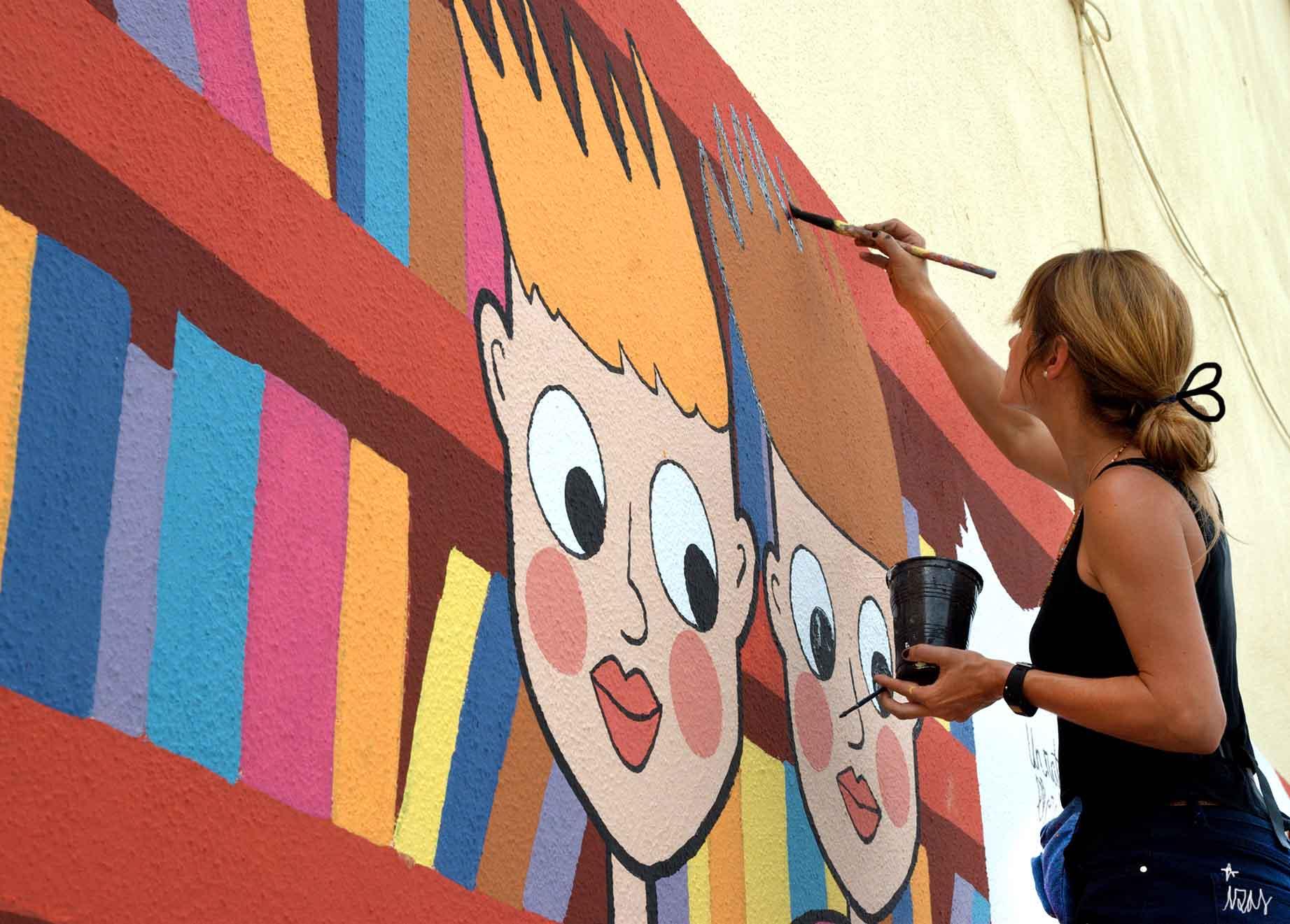 mural izas dibujando la palabra león 9