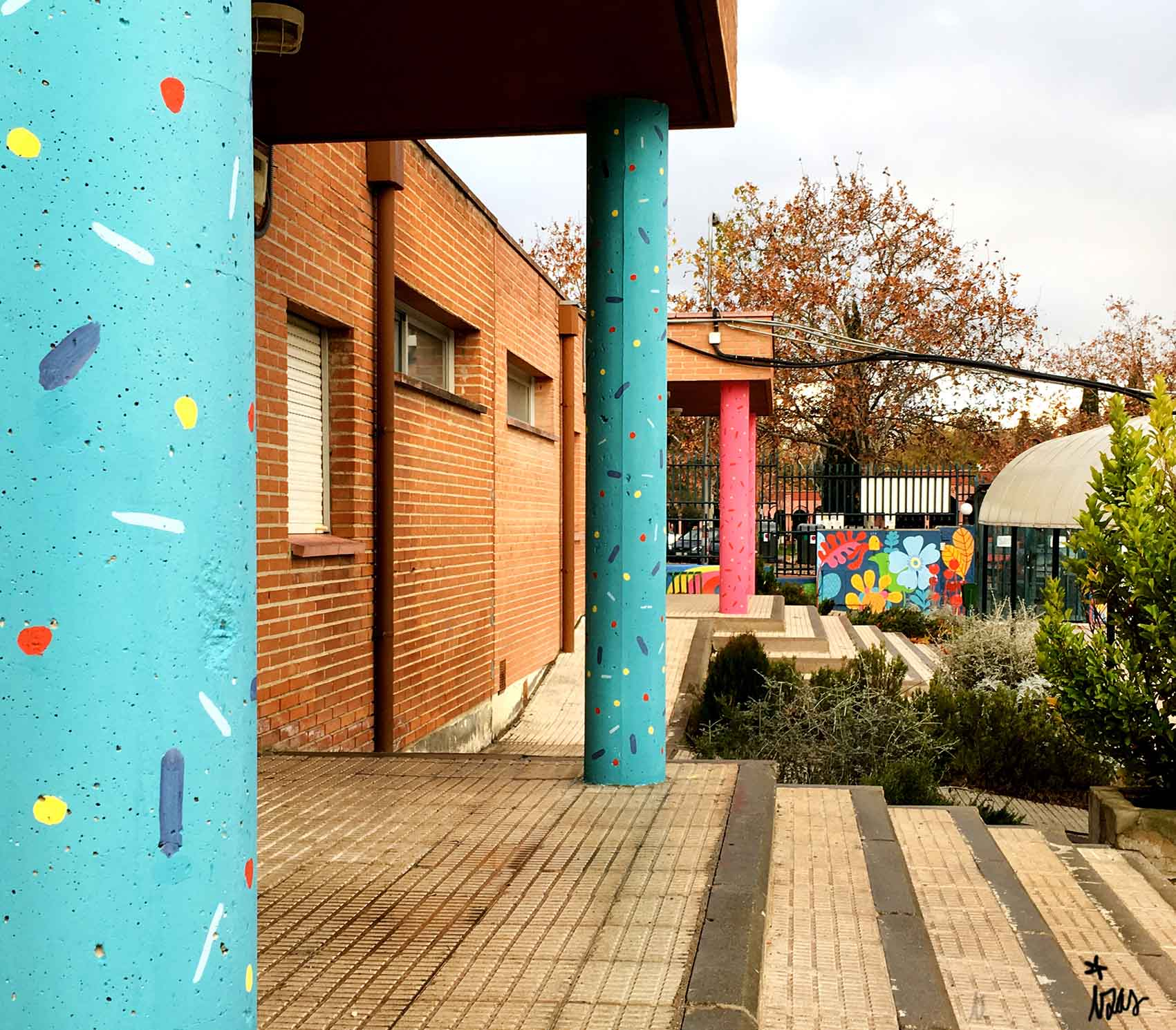 mural izas rosa luxemburgo columnas 2