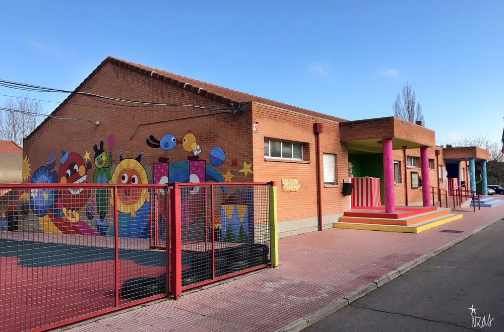 mural azulpatio izas josé bergamín columnas 1