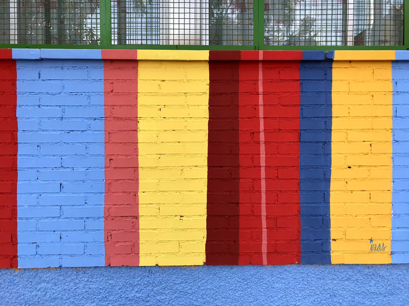 mural izas azulpatio ceip federico garcía lorca alcorcón rayas 1