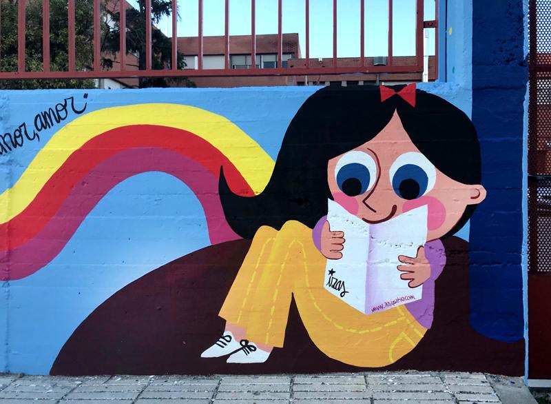 mural izas azulpatio lorca alcorcón entrada niña