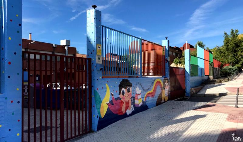 mural izas azulpatio lorca alcorcón entrada pano
