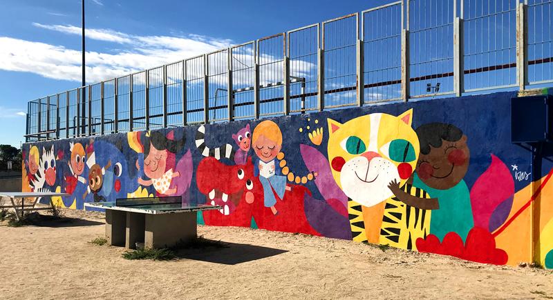 mural izas azulpatio lorca alcorcón pano dcha 3