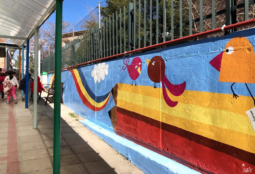 mural izas azulpatio miguel delibes entrada infantil pano 3