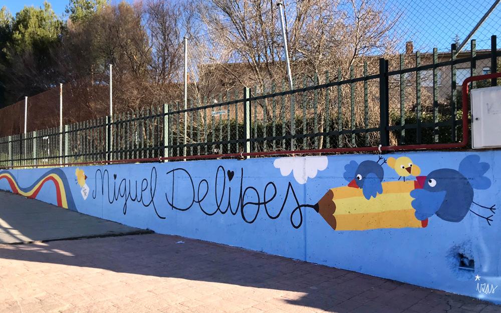 mural izas azulpatio miguel delibes entrada infantil pano 4