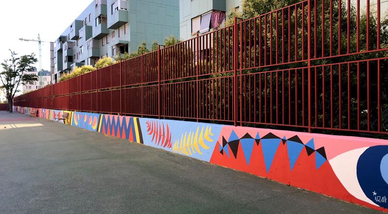mural izas azulpatio ceip eduardo rojo patio pano 2