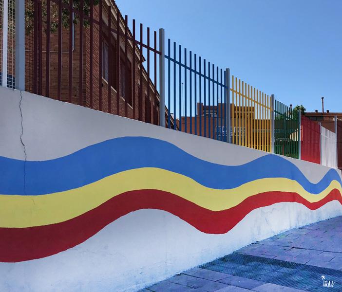 mural izas azulpatio ceip jaime balmes arcoiris