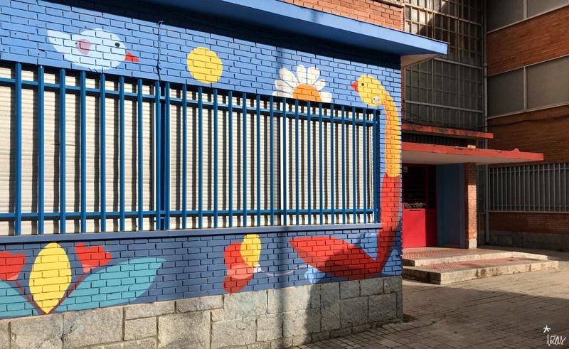 mural izas azulpatio ceip santo domingo entrada derecha sol