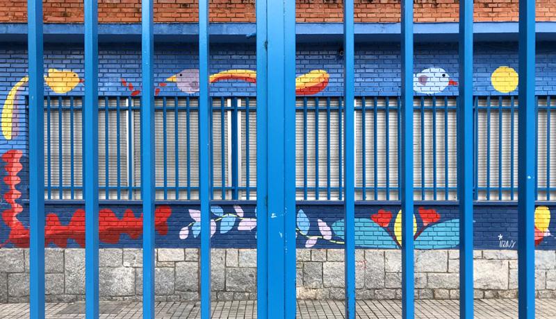 mural izas azulpatio ceip santo domingo entrada frente