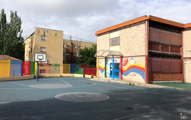 mural izas azulpatio ceip santo domingo entrada inf pano 1