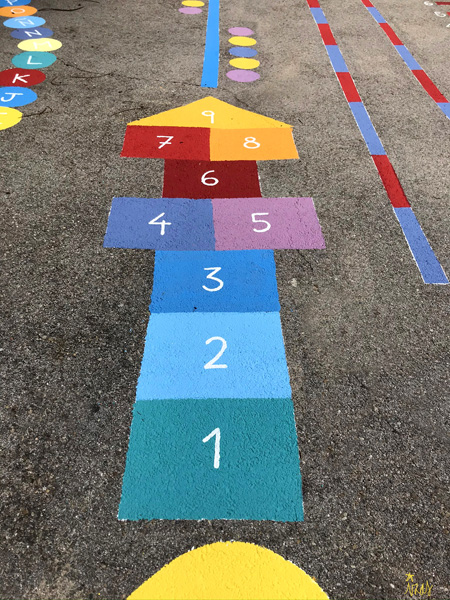 mural izas azul patio ntra sra asunción juegos 4