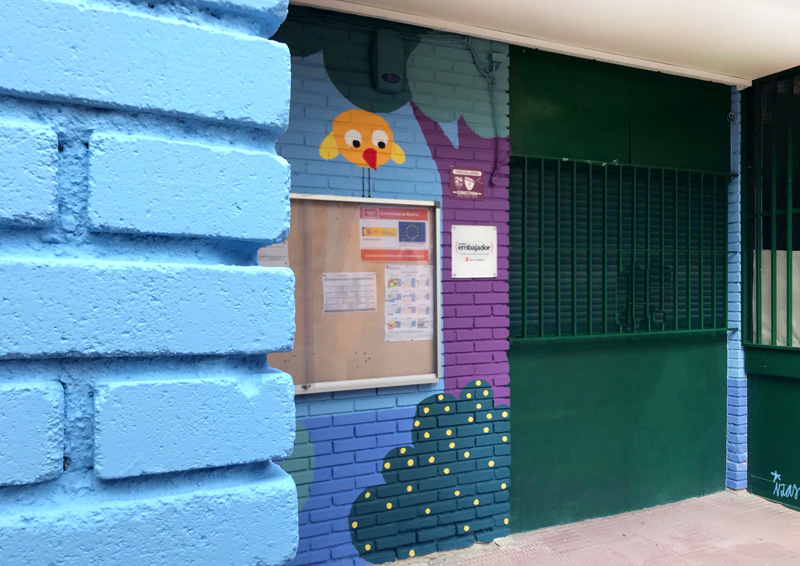 mural izas azulpatio ceip asunción agustina díez entrada detalle 3
