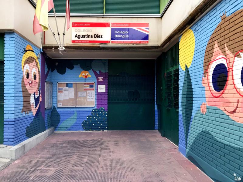 mural izas azulpatio ceip asunción agustina díez entrada frente