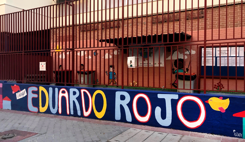 mural izas azulpatio ceip eduardo rojo exterior detalle 1