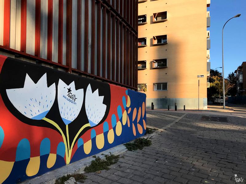 mural izas azulpatio ceip eduardo rojo fachada detalle 6