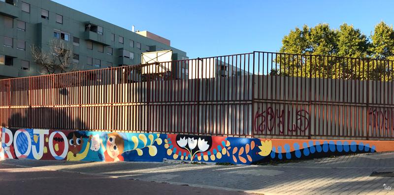 mural izas azulpatio ceip eduardo rojo fachada pano dcha 1