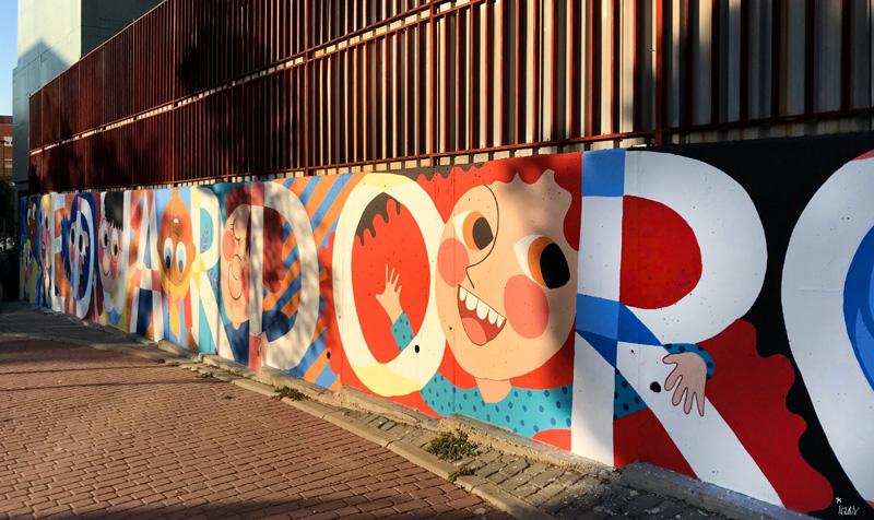 mural izas azulpatio ceip eduardo rojo fachada pano dcha 3