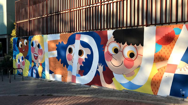 mural izas azulpatio ceip eduardo rojo fachada pano dcha 4