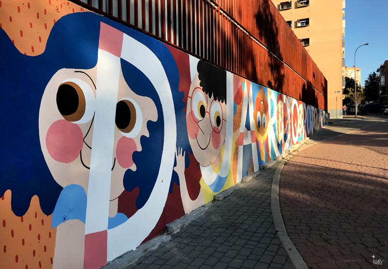 mural izas azulpatio ceip eduardo rojo fachada pano izq 2